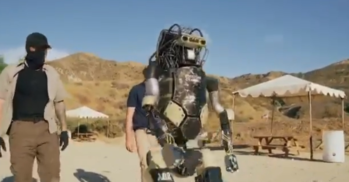 यूएस सेना द्वारा बगदादी को मारने के लिए इस्तेमाल 'रोबोट' के रूप में डिजिटली निर्मित वीडियो वायरल