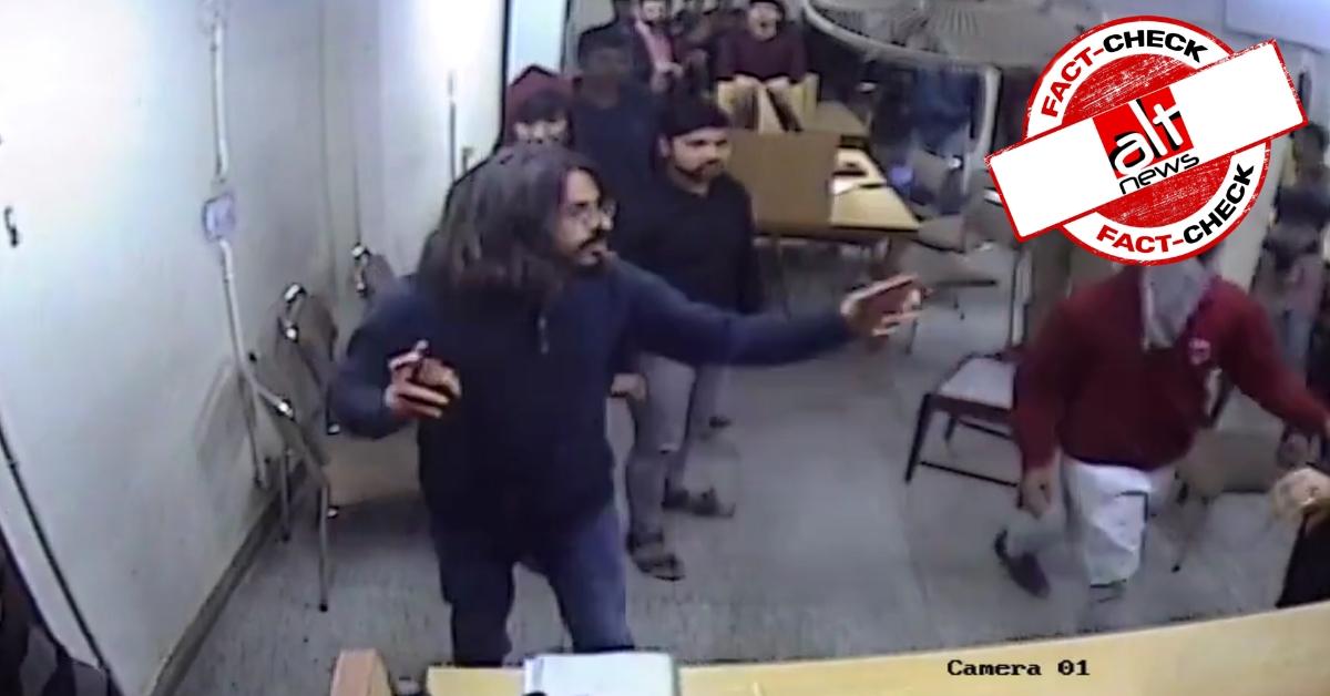 जामिया CCTV फ़ुटेज : स्टूडेंट के हाथ में पर्स था, मीडिया ने पत्थर बताया