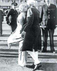 In style Nehru meets sister Vijaylakshmi Pandit on his 1949 US visit