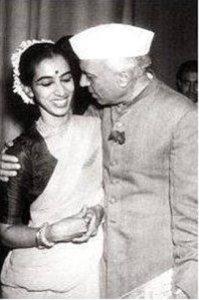 Nehru is congratulating Mrinalini Sarabhai after the Manushya performance in Delhi